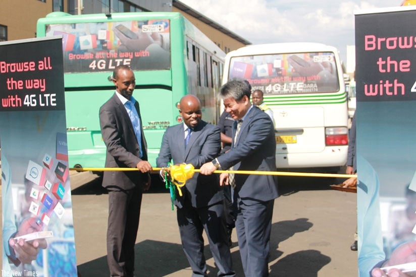 Kigali Smart Bus being flagged off